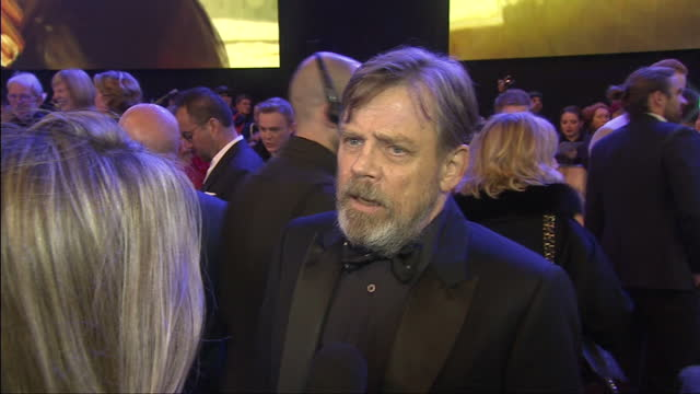 vídeos y material grabado en eventos de stock de exterior interview with mark hamill at the premiere of star wars the force awakens about coming back to shooting star wars at leicester square on... - mark hamill