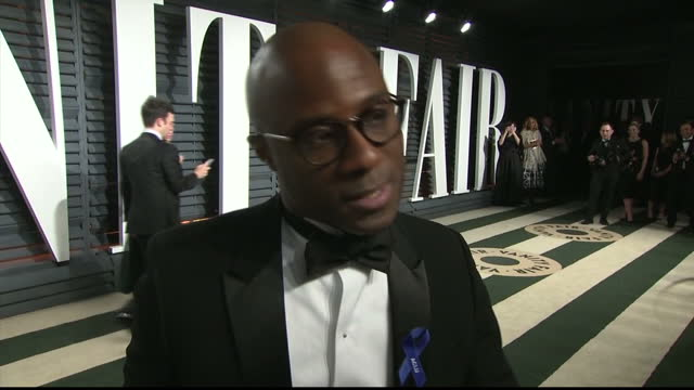 vídeos de stock e filmes b-roll de exterior interview with moonlight director barry jenkins speaking about his reaction to moonlight winning the oscar for best picture after the... - festa do óscar