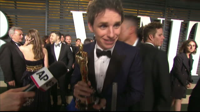 exterior interview with oscar winner eddie redmayne on february 22 2015 in los angeles california - oscar party stock-videos und b-roll-filmmaterial