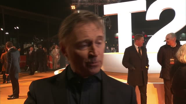 exterior interview with the actor robert carlyle at the premiere of trainspotting 2 on january 22, 2017 in edinburgh, scotland. - robert carlyle stock videos & royalty-free footage