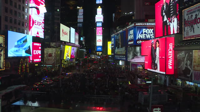 stockvideo's en b-roll-footage met exterior lockedoff night shot times square with traffic passing through and advertisements on led screens on november 09 2016 in new york city new... - presidentsverkiezing
