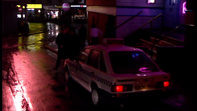 exterior night shot police car and police officers standing outside entrance to nightclub on february 09 1990 in newport wales - clubs besuchen stock-videos und b-roll-filmmaterial