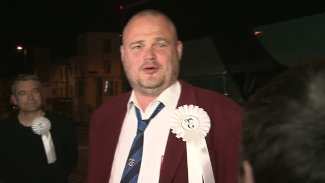 exterior night shots al murray, pub landlord independent arrives at margate winter gardens and speaks to press. thanet south independent candidate.... - al murray stock videos & royalty-free footage