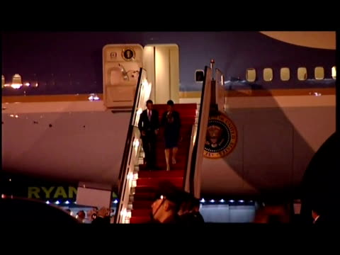 exterior night shots barack obama & his wife michelle walks down the steps of air force one & greet the us ambassador to the uk louis susman before... - エアフォースワン点の映像素材/bロール