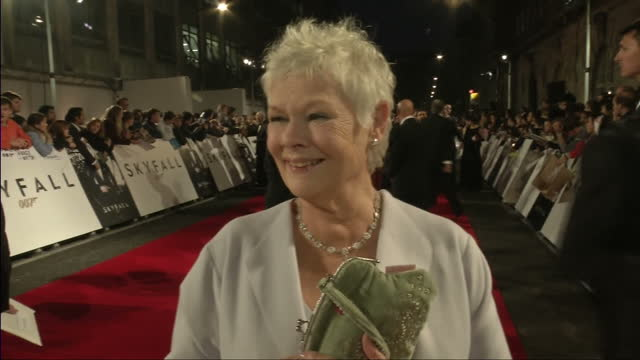 exterior night shots dame judy dench speaks about her character m in skyfall dame judy dench speaks on her character m on october 23, 2012 in london,... - ジュディ・デンチ点の映像素材/bロール