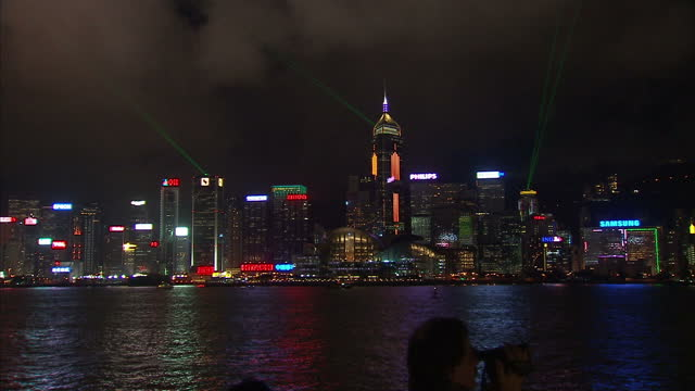 stockvideo's en b-roll-footage met exterior night shots hong kong city skyline financial district international finance centre and bank of china tower lit up hong kong harbour night... - bank of china tower hong kong