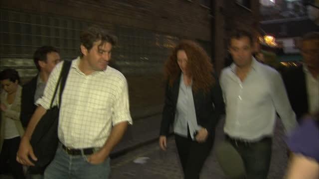 exterior night shots james murdoch rebekah brooks leave restaurant walk past large media scrum before entering building rebekah brooks james murdoch... - レベッカ ブルックス点の映像素材/bロール