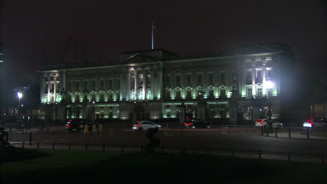 exterior night shots of buckingham palace illuminated by floodlights as traffic passes on march 19 2016 in london england - buckingham stock videos & royalty-free footage