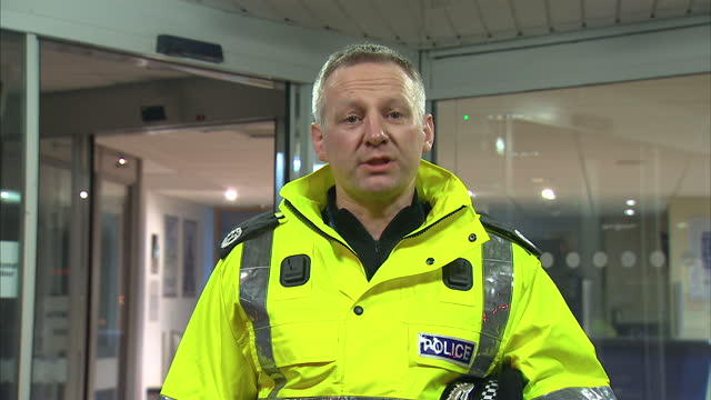 stockvideo's en b-roll-footage met exterior night shots of malcolm graham assistant chief constable police making a statement on missing mikaeel kular a body has been found in fife an... - vermiste personen