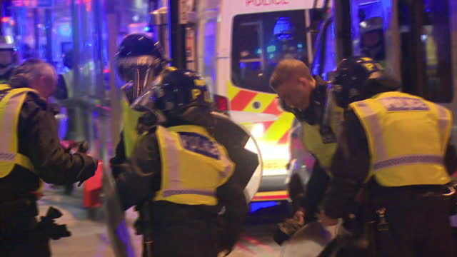 exterior night shots of police arriving near the scene of the london bridge and borough market terror attacks and equipping riot gear on june 03,... - london bridge england stock videos & royalty-free footage