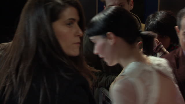 vídeos de stock, filmes e b-roll de exterior night shots of rooney mara arriving and signing autographs at girl with the dragon tattoo premiere and posing for photos including flash... - rooney mara