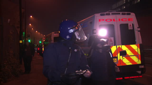 stockvideo's en b-roll-footage met exterior night shots of 'tornado' riot police officers arriving at birmingham prison to stop prison riot on december 16 2016 in birmingham england - west midlands