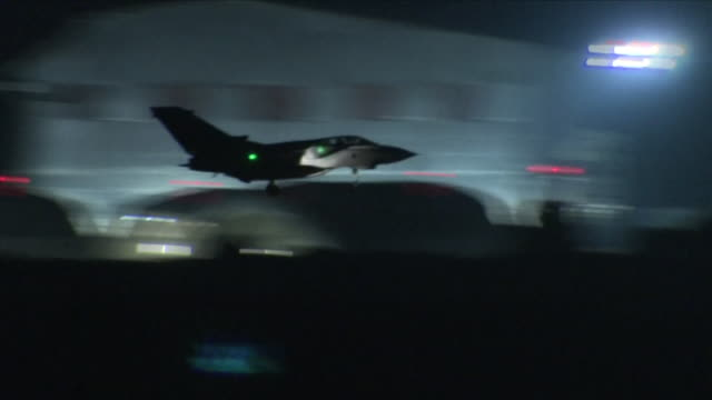 vídeos de stock, filmes e b-roll de exterior night shots raf tornado coming into land after bombing mission performing coalition airstrikes in syria on 14 april 2018 at royal air force... - ataque aéreo