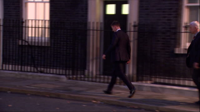 exterior night views of jeremy hunt exiting number 10 downing street after a brexit 'war cabinet' meeting on october 11 2018 in london england - 政治家 ジェレミー ハント点の映像素材/bロール