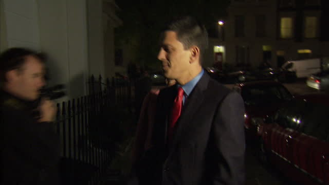 exterior nightshots david miliband his wife louise shackleton arrive home surrounded by the press david miliband looks set to quit labour's... - david miliband stock videos & royalty-free footage