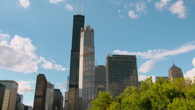 stockvideo's en b-roll-footage met ws pov exterior of 311 south wacker drive and willis tower in city / chicago, illinois, united states - willis tower