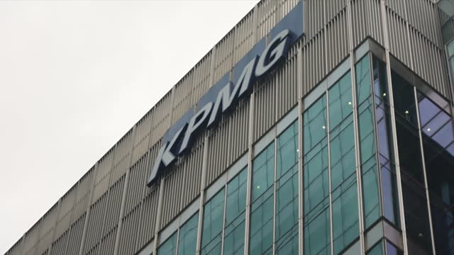 """exterior of accountancy firm kpmg offices in the city of london - """"bbc news"""" stock videos & royalty-free footage"""