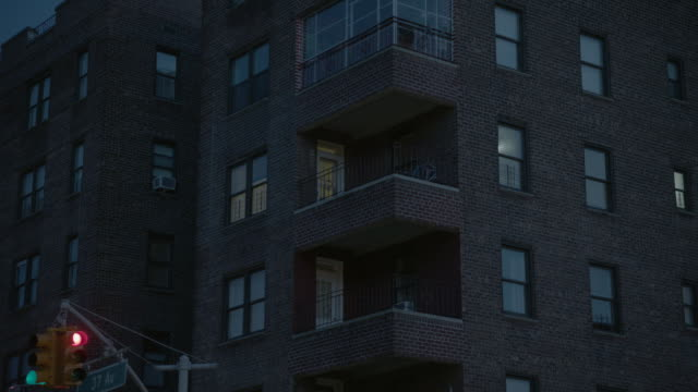 la exterior of apartment building in queens / new york city, new york - letterbox stock-videos und b-roll-filmmaterial