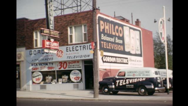 vídeos de stock, filmes e b-roll de 1952 home movie exterior of appliance store / toronto, canada - loja de produtos eletrônicos