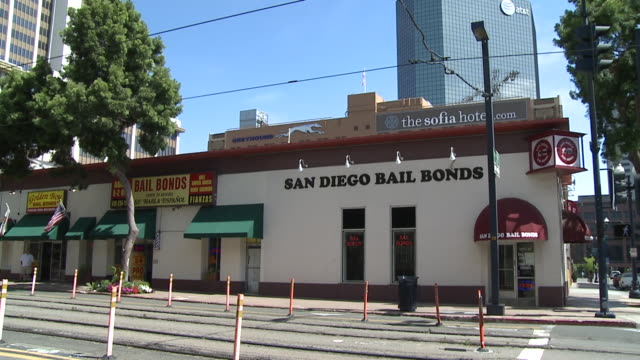 kswb exterior of bail bond businesses in san diego - 保釈点の映像素材/bロール