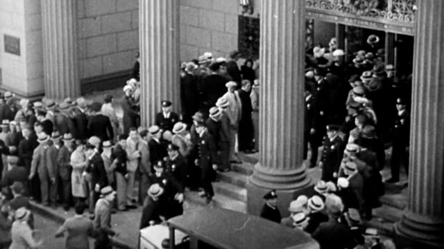 vídeos de stock, filmes e b-roll de exterior of bank, street scene / people running up to bank to withdraw their money / people holding bank notes in hand / street scene / people lined... - 1920 1929