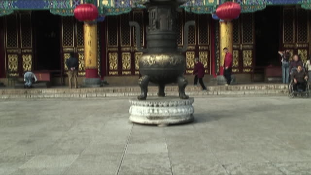 ms tu exterior of buddhist temple, kunming, china - paving stone stock videos & royalty-free footage