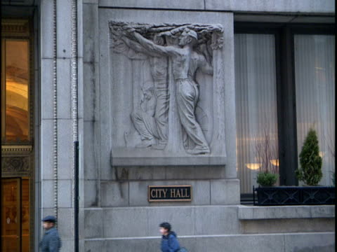 cu, zo, ms, exterior of chicago city hall, chicago, illinois, usa - male likeness stock videos & royalty-free footage