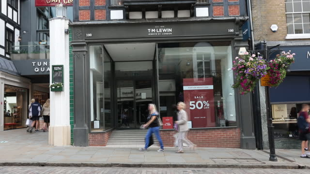 exterior of closed clothing store amid retail closures in uk. shops that have ceased trading in the u.k. include oasis, warehouse, maplin, hmv, cath... - incidental people stock videos & royalty-free footage