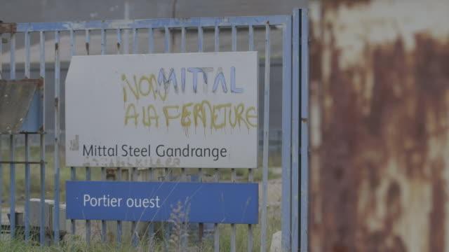 "vidéos et rushes de exterior of closed down and derelict mittal steel de gandrange factory france - ""bbc news"""