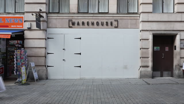 exterior of closed off warehouse store amid retail closures in uk. shops that have ceased trading in the u.k. include oasis, warehouse, maplin, hmv,... - incidental people stock videos & royalty-free footage