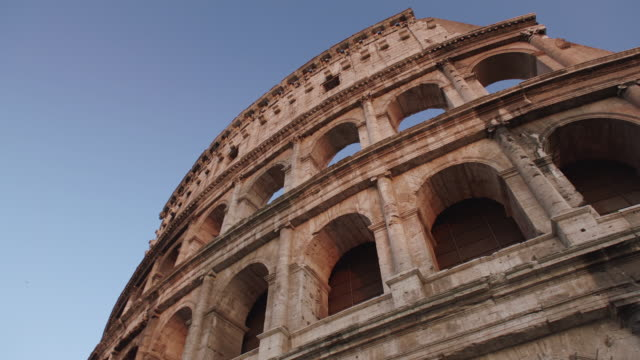 stockvideo's en b-roll-footage met ws pan exterior of colosseum / rome, italy - colosseum