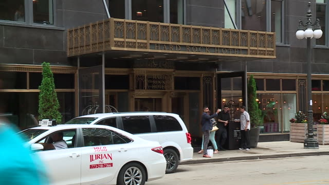 exterior of hard rock hotel in chicago on july 13, 2017. - ハードロックカフェ点の映像素材/bロール