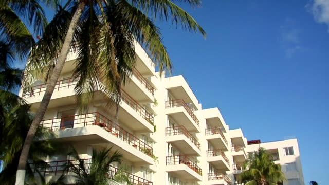 vídeos y material grabado en eventos de stock de ms tu la exterior of hotel, isla mujeres, quintana roo, mexico - quintana roo