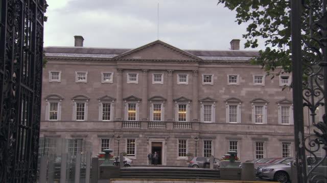ws exterior of irish parliament building, dublin, ireland - dublin republic of ireland stock videos & royalty-free footage