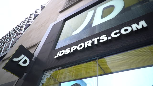 exterior of jd sports in london, shutters down during coronavirus lockdown - clothes shop stock videos & royalty-free footage