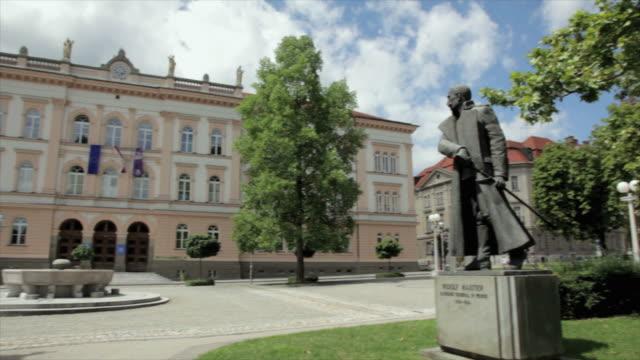 vídeos de stock e filmes b-roll de pan exterior of large grammar school building / maribor, slovenia - formato letterbox
