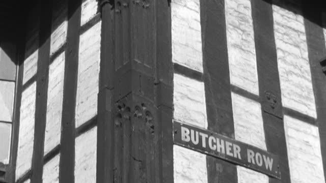 vídeos de stock e filmes b-roll de 1946 montage exterior of large, tudor house / united kingdom - tudor