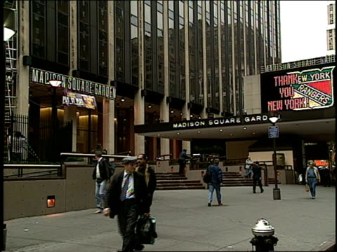 exterior of madison square garden in 1994 - mtv1 stock-videos und b-roll-filmmaterial