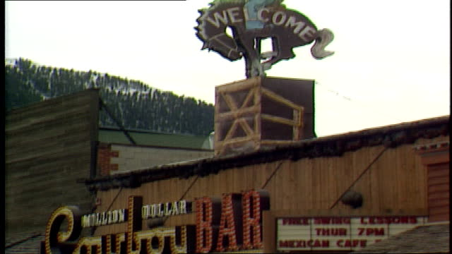 exterior of million dolllar cowboy bar and sign - jackson hole stock-videos und b-roll-filmmaterial