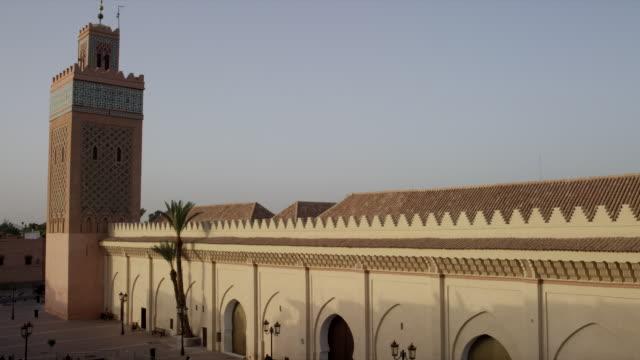 vídeos y material grabado en eventos de stock de exterior of mosque el mansour - mosaico