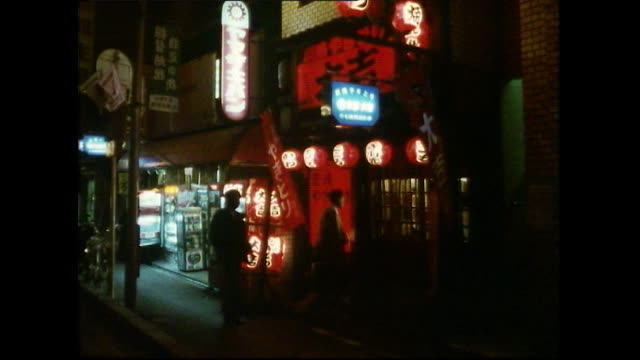 exterior of people entering kyoto bar at night; 1989 - 1980~1989年点の映像素材/bロール