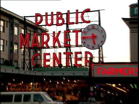 vídeos de stock, filmes e b-roll de exterior of pike's place public market in seattle - pike place market