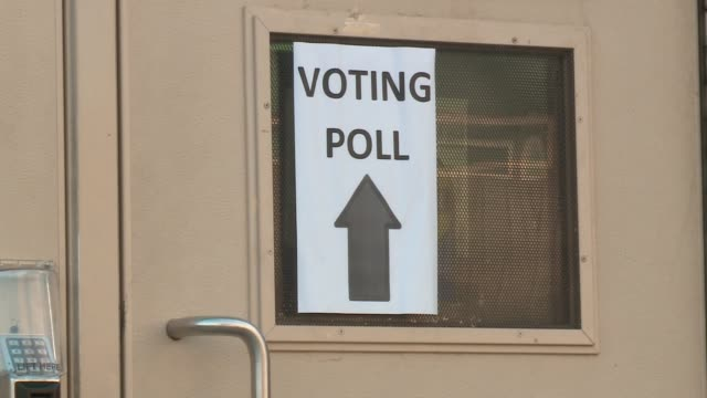 wgn exterior of polling place on election day in chicago on nov 8 2016 - vallokal bildbanksvideor och videomaterial från bakom kulisserna