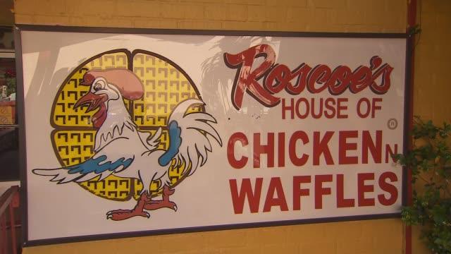 vídeos de stock, filmes e b-roll de ktla exterior of roscoe's house of chicken and waffles in west la - waffles
