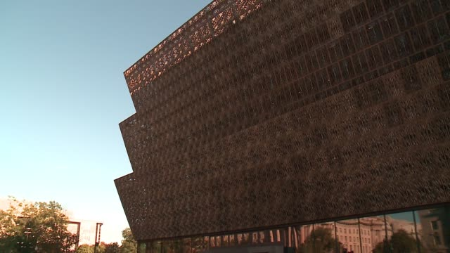 wgn exterior of smithsonian national museum of african american history and culture on september 15 2016 - アメリカ黒人の歴史点の映像素材/bロール
