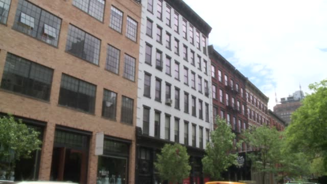 vídeos de stock e filmes b-roll de wpix exterior of soho lofts in new york city - loft apartment
