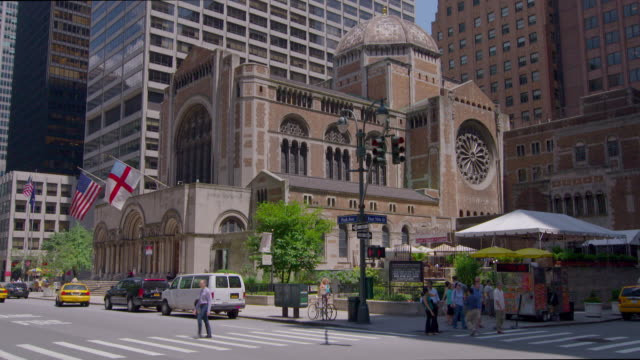 Exterior of St Bartholomew's Church on Park and 50th Streets in Manhattan on a sunny day