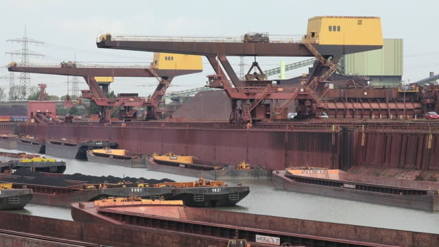 vidéos et rushes de exterior of steel plant harbor with barges and cranes, at thyssenkrupp steel plant in duisburg, north rhine-westphalia, germany on monday, august 17,... - acier
