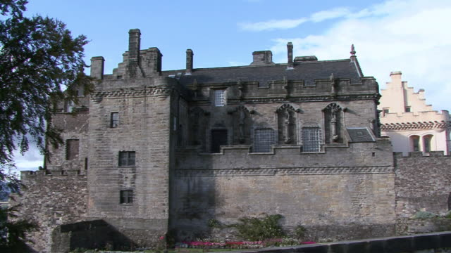 pan exterior of stirling castle / stirling, scotland, united kingdom - スコットランド スターリング点の映像素材/bロール