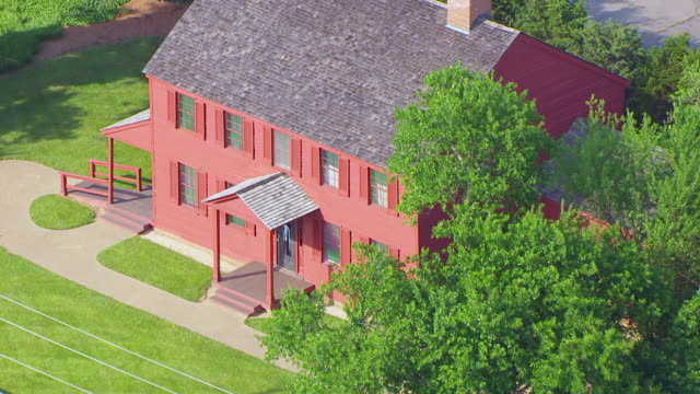 stockvideo's en b-roll-footage met ws aerial pov exterior of surratt house museum / clinton, maryland, united states - maryland staat